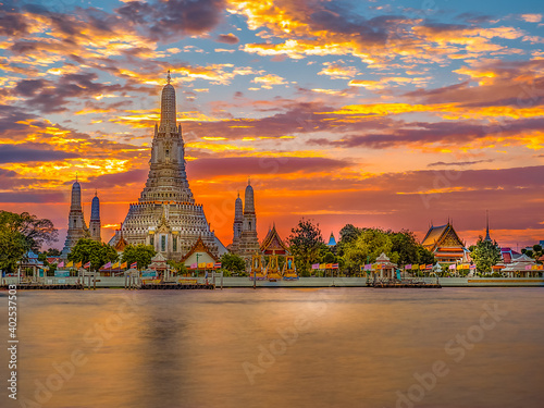 Obraz Place for tourist to visit for the landscape view of famous temple close with main river in Bangkok Thailand - fototapety do salonu