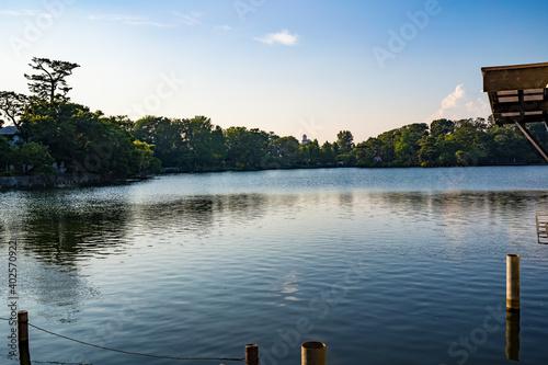 Fotografía 釣りが盛んな穏やかな池