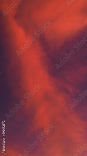 Fabuleux ciel rougeoyant, pendant le coucher du soleil Fototapet
