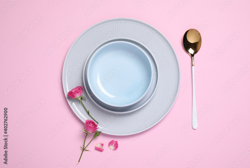 Fototapeta Beautiful table setting with flowers on pink background, flat lay