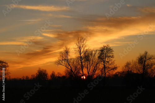 Obraz Słońcem malowane - piękny zachód słońca - fototapety do salonu