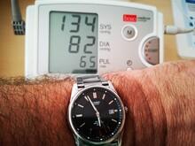 Blutdruckmessung Mit Arm Und Uhr, Blutdruck, Blutdruckmessgerät