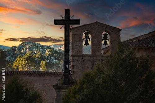 Canvas Print atardecer en las montañas junto a las campanas