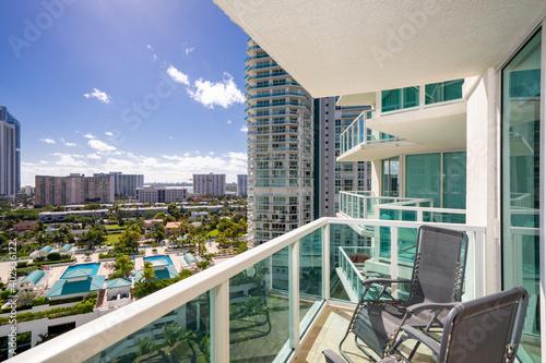 Carta da parati Apartment condominium flat balcony with view of coastal buildings nice scene