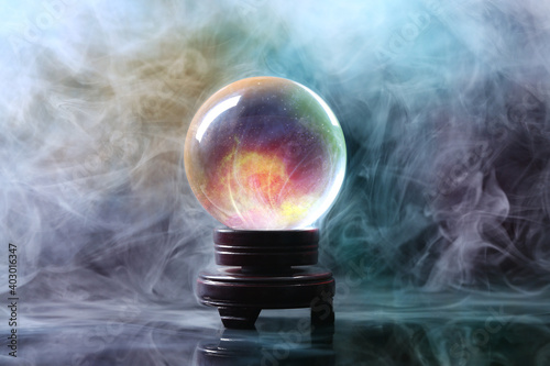 Fotografia Crystal ball of fortune teller in smoke on table