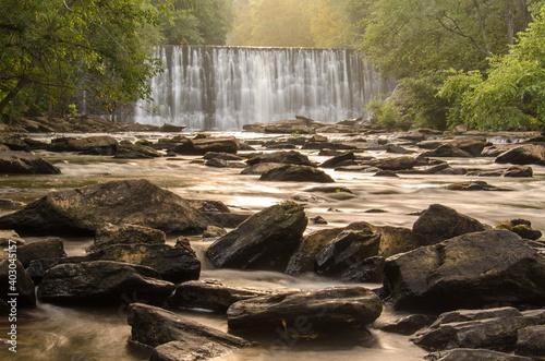 Foto Waterfall at Vickery Creek in Roswell, Georgia