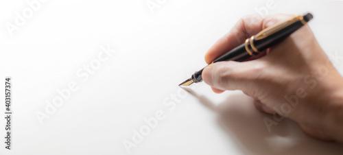 Fotografie, Obraz 白い紙に字を書いている手の背景テクスチャー