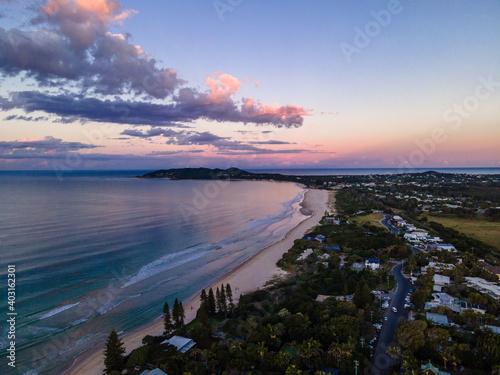 Canvastavla Byron Bay Sunset Aerial main beach