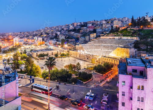Obraz Amman, Jordan. View of the Roman Theater and the city in the evening. - fototapety do salonu