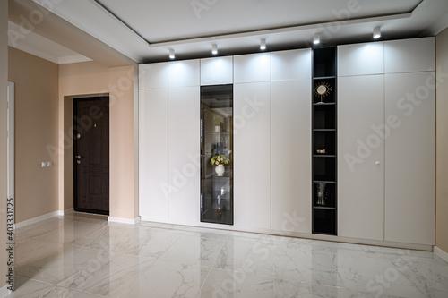 Billede på lærred Empty hallway of modern studio apartment