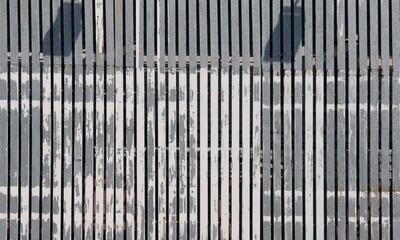 Suspended vertical slat solution for building facade
