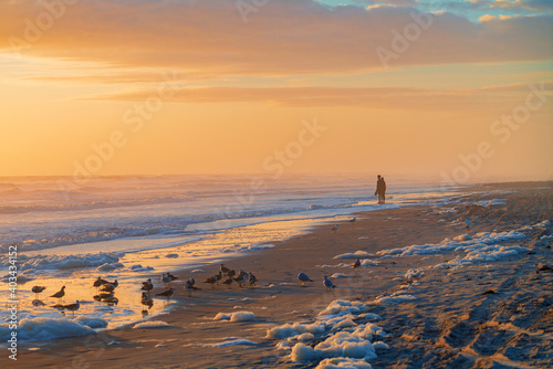 Billede på lærred The dawn rises on a sea foam covered beach in Daytona Florida.