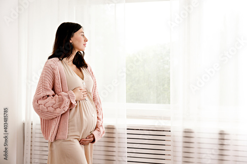 Canvas Print Young beautiful woman on second trimester of pregnancy