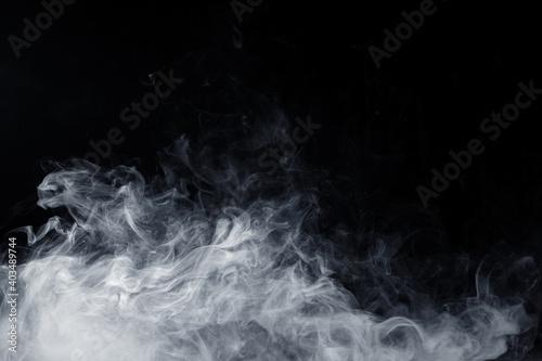 Photo Abstract white smoke moves on black background. Swirling smoke.