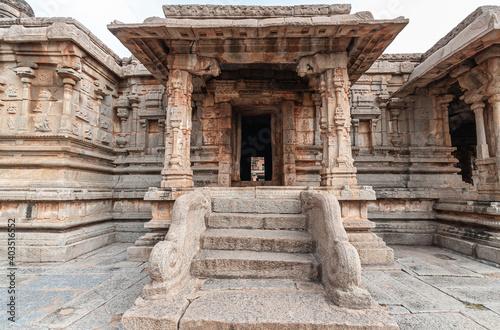 Fotografia Hampi, Karnataka, India - November 5, 2013: Sri Krishna temple in ruins