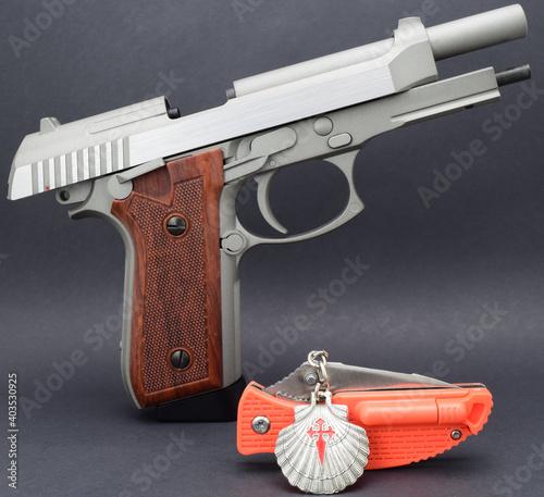 Photographie Pistola navaja y concha