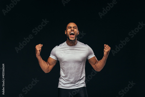 Obraz Muscular athlete shouting in joy - fototapety do salonu