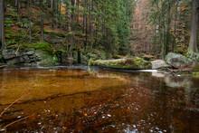 Spokojny Zalew Na Rzece Szklarka, Szklarska Poręba, Karkonosze, Polska