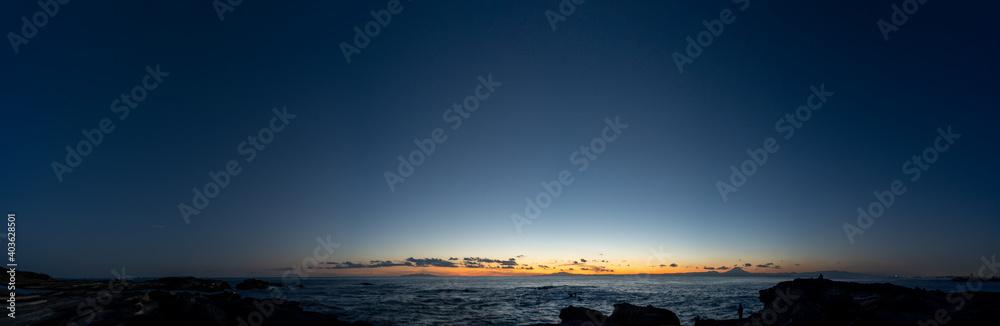 Fototapeta 城ヶ島から眺めた日没の海の風景