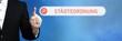 Städteordnung. Anwalt zeigt mit Finger auf Suchfeld im Internet-Browser. Text steht in der Suche.