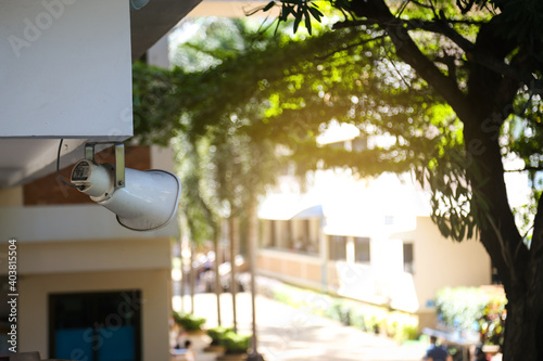 Fotografia White outdoor speaker at the pole.