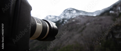 A camera snapping photographs of a beautiful landscape in Washington State Fototapete