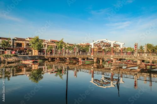 Billede på lærred Reflection Of Built Structures In Water