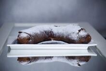 Ciasto Drożdżowe Rogal Z Cukrem Pudrem
