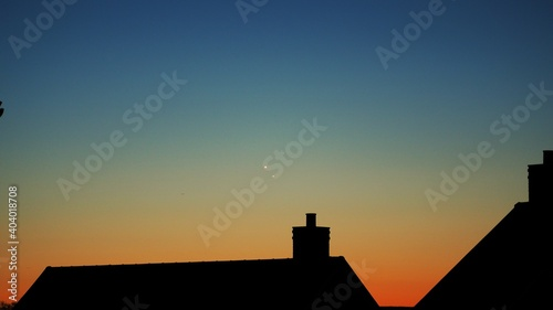 Fotografiet Silhouette Of Building At Sunset