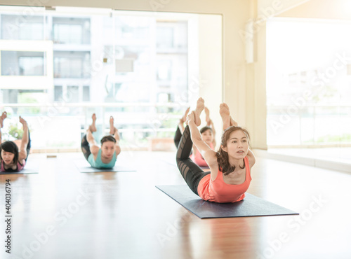 Obraz Women Exercising In Yoga Studio - fototapety do salonu