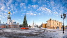Kremlin Square Of The City Of Vologda On A Winter Day With A Christmas Tree