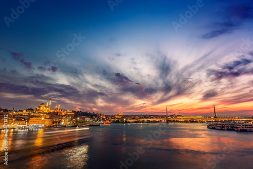 Canvas Evening and sunset view of golden horn and bosphorus of istanbul, Turkey