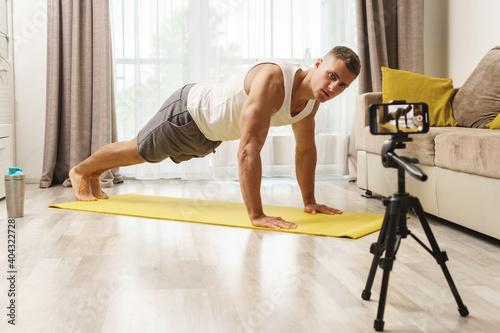 Billede på lærred Fitness blogger streaming or recording video for his subscribers