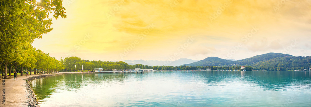 Fototapeta The alpine lake Worthersee promenade, famous tourist attraction for walking and many water activity in Klagenfurt, Carinthia, Austria