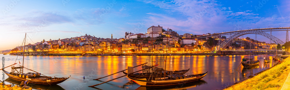 Fototapeta Panorama of Porto city and Dom Luis I bridge over Douro river at dusk, Portugal
