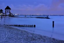 Anochecer En Una Playa De Isla Mujeres, Cerca De Cancún, En El Caribe Del Sureste De Mexico