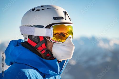 Fotografiet Portrait of a male skier wearing a FFP2 mask