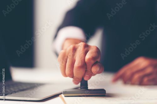 Fotografia Midsection Of Lawyer Working At Desk In Office