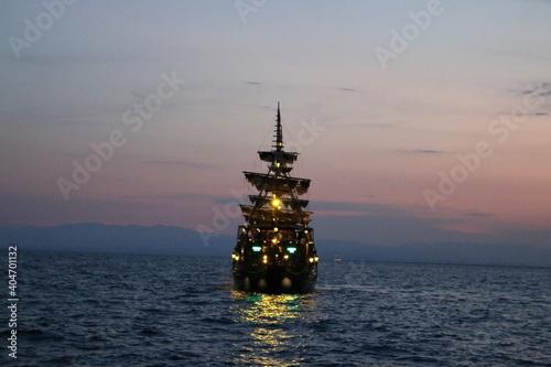 Billede på lærred Silhouette Built Structure By Sea Against Sky At Sunset