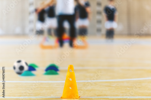 Canvas-taulu Group of kids training soccer at indoor soccer field