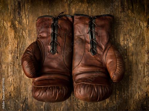 Obraz Brown leather boxing gloves - fototapety do salonu