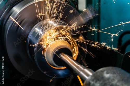 Fotografia Internal grinding of the workpiece with an abrasive wheel on a circular grinding machine