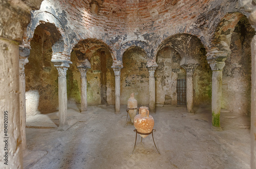 Fotografiet Inside of arabic baths (baños arabes) in city centre of Palma, capital of Mallor