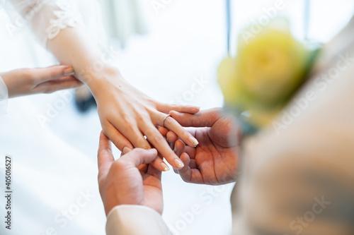 Canvas 指輪の交換 はなよめ 花嫁 ウエディングドレス 手 ネイル 結婚式 wedding ベール 腕組み