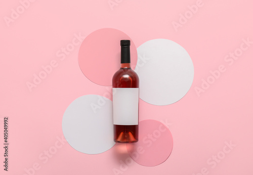 Bottle of wine with blank label on color background © Pixel-Shot