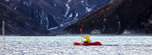 Foto Packraft, one-person light raft used for expedition or adventure racing on a lak