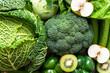 Draufsicht auf rohes grünes Gemüse und Obst. Bildhintergrund, gesunde Ernärhung, Diät.