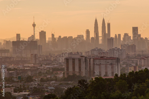 Photo Kuala Lumpur cityscape taken from a high viewpoint at sunset