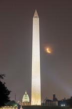 USA, Washington DC, Illuminated Washington Monument At Night