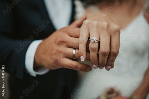 Canvas Beautiful shot of the hands of a bride and groom showing their rings - wedding,